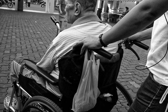 La carrozzina per disabili ed anziani