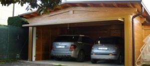 Un garage di legno