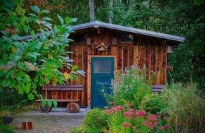 Come abbellire il proprio spazio esterno con una casetta in legno