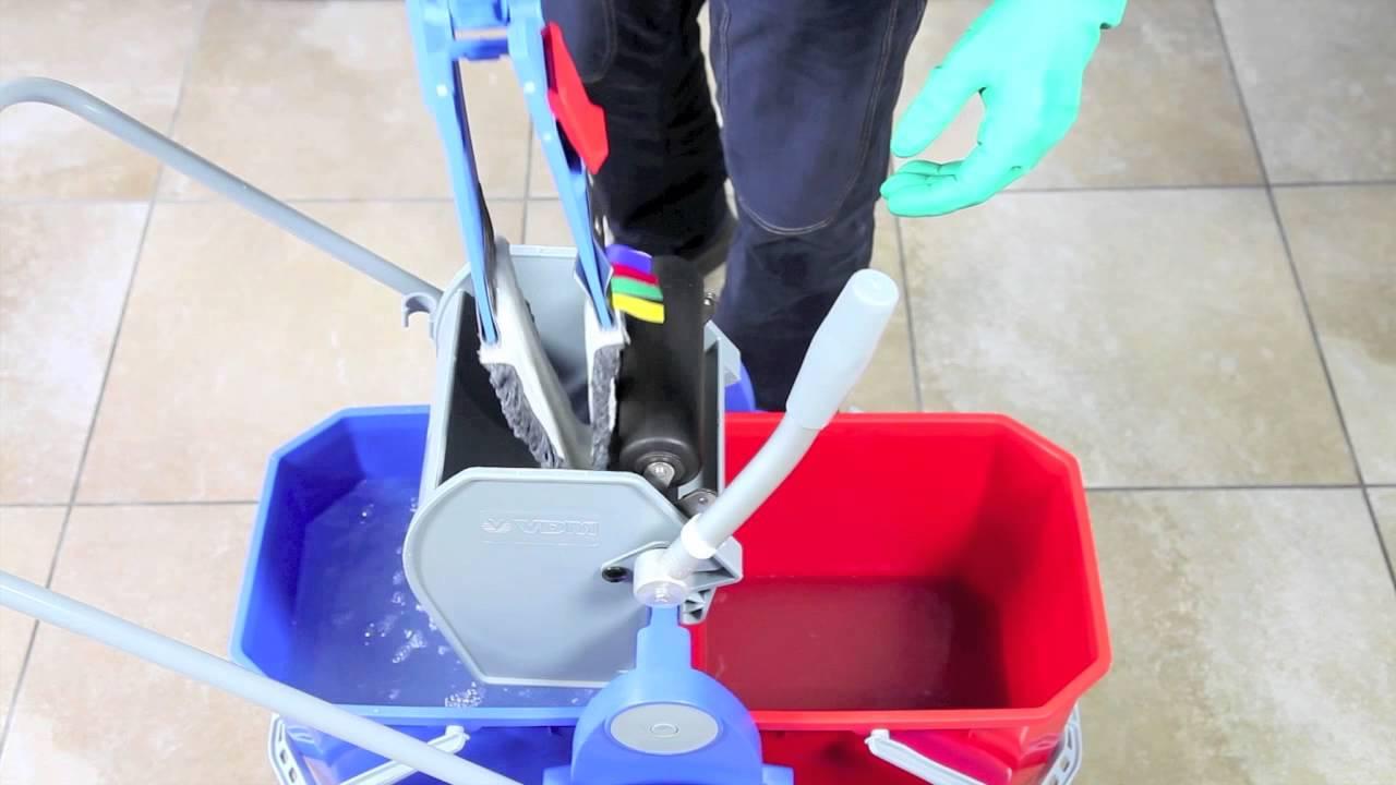Detergere e disinfettare bene i pavimenti